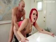Обалденная порноактриса Сири доминирует над студентом36